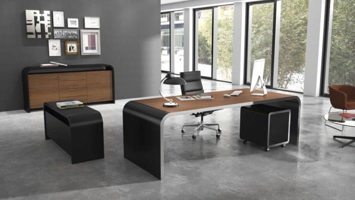 Voll ausgestattetes Büro mit dem M10 Schreibtisch