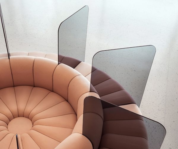BOB Sofa mit Trennwand für mehr Hygiene