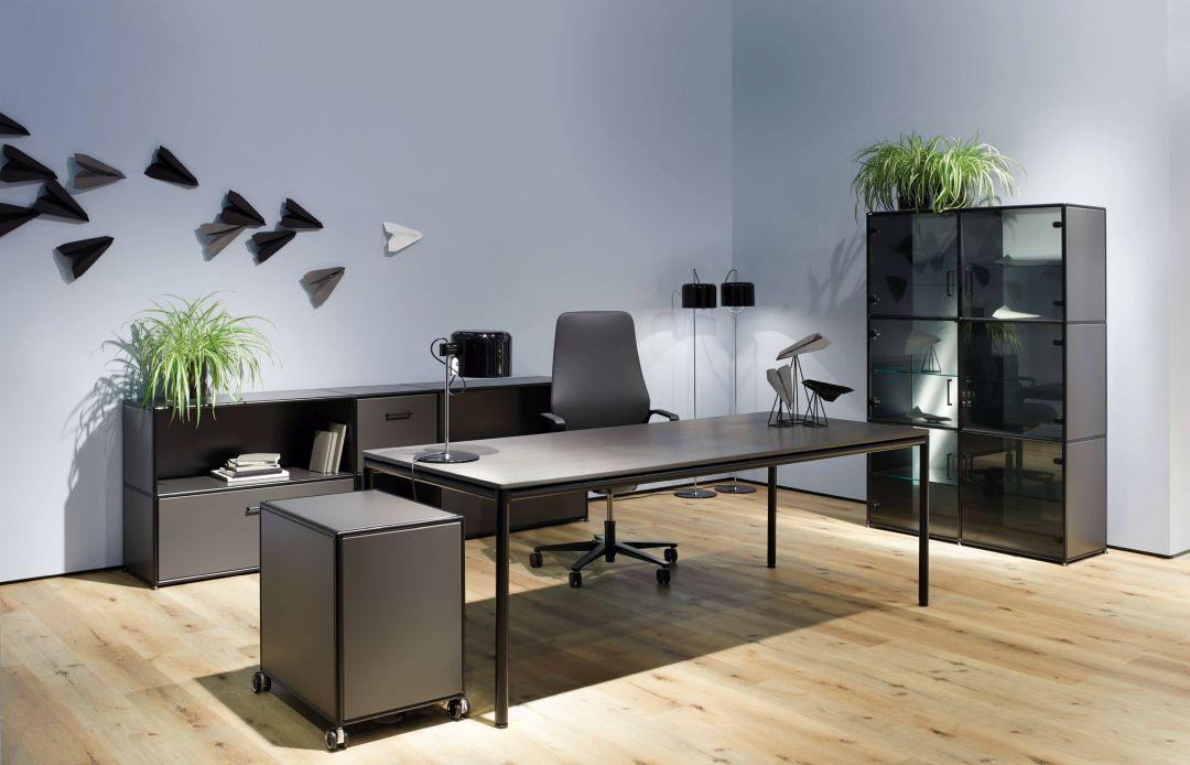 4-Fuß-Tisch der BOSSE Black Edition mit Sideboards und Regal