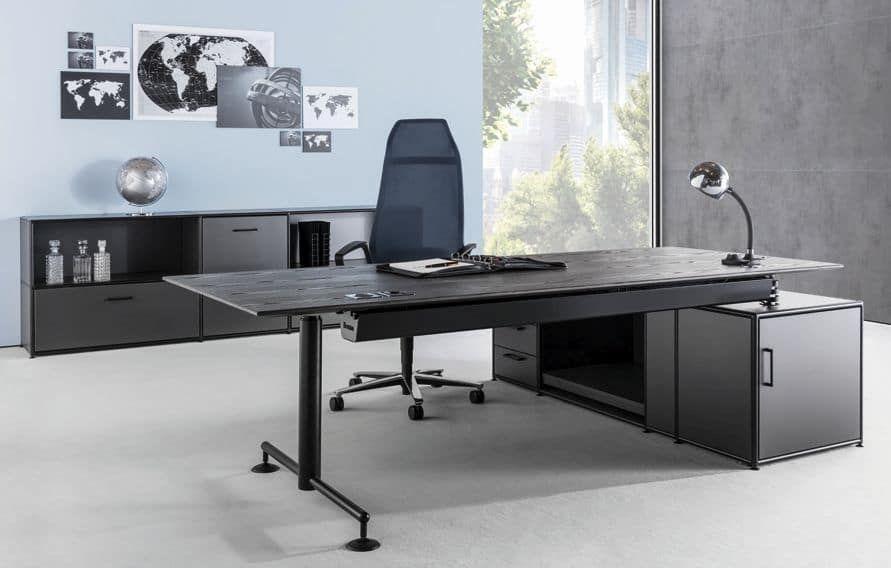 Chefbüro mit Sitz-Steh-Arbeitsplatz elektromotorisch