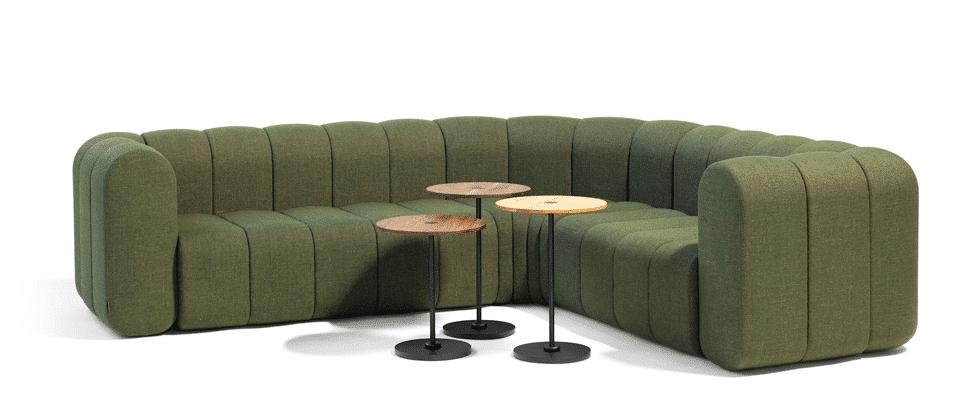Ecksofa mit kleinen Tischchen z.B. fürs Café