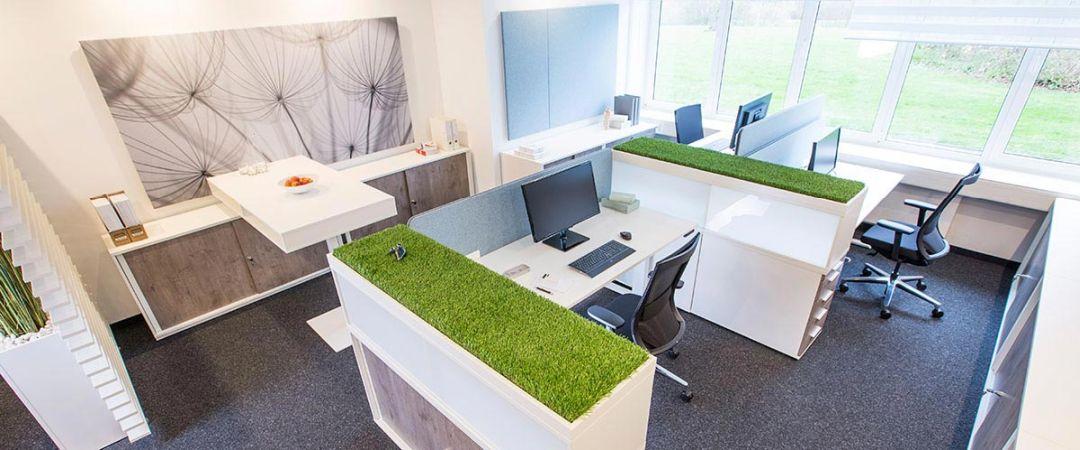 Büroschränke mit verschiedenen Oberflächen und Farbvarianten
