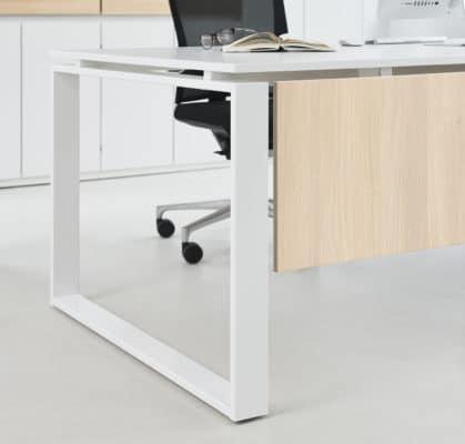 O-Gestell beim Intero Schreibtisch
