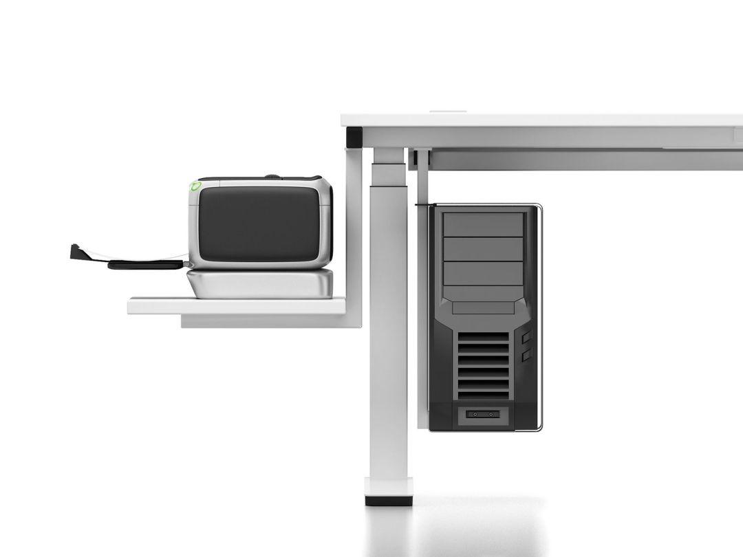 Ablage für PC und Drücker an einem Tisch