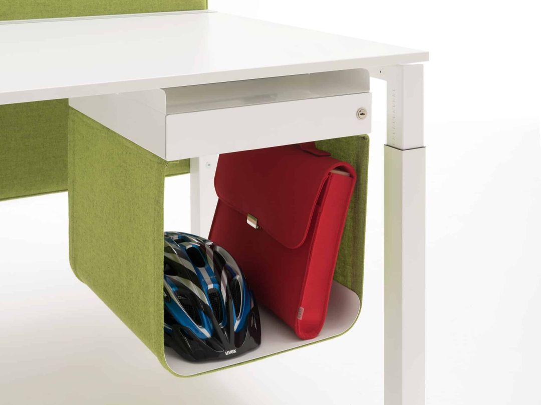 Schublade unter Schreibtisch mit offenem Ablagefach