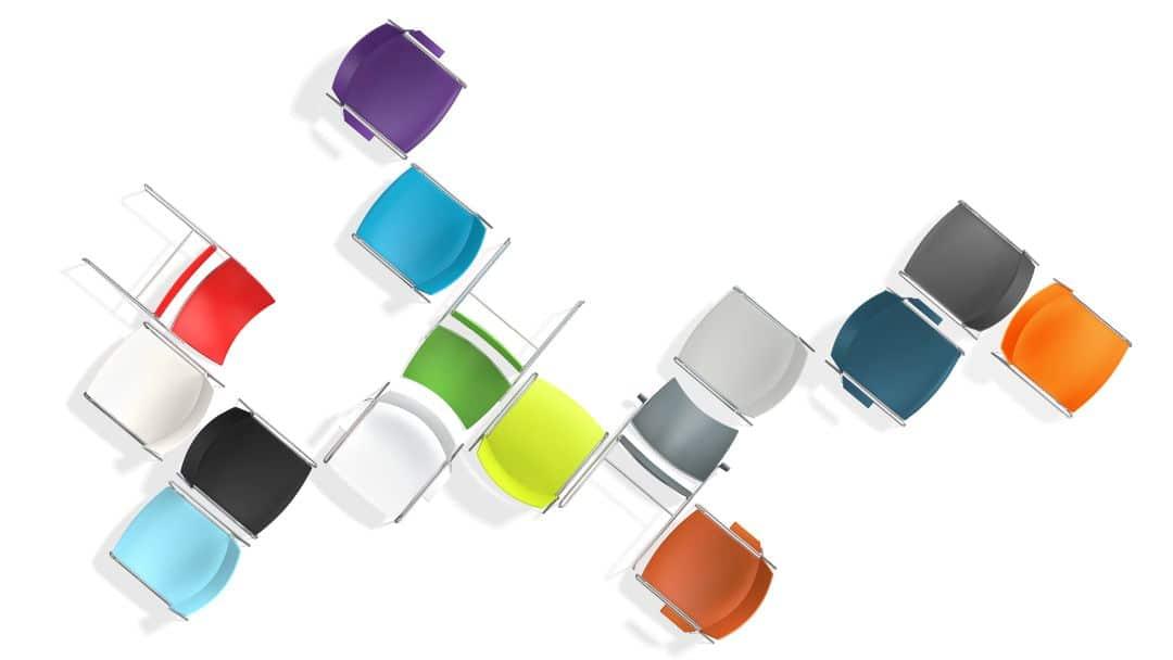 Farbiger Kunststoffstuhl Curvy
