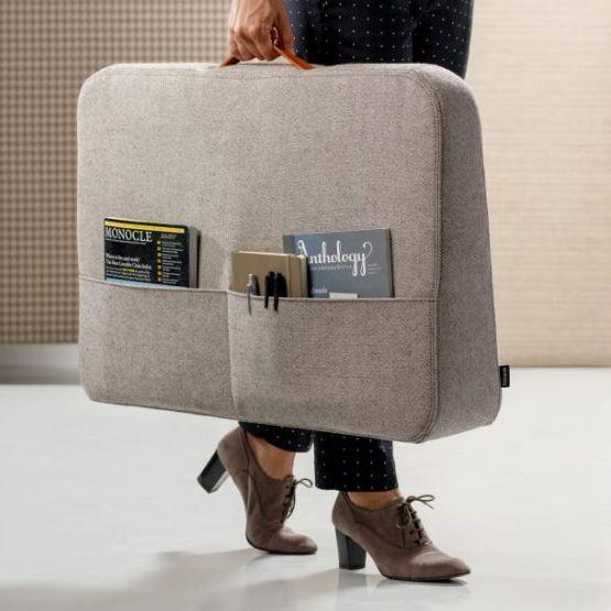 Trunk Desk von Cascando - akustische kleine Stellwand mit Griff