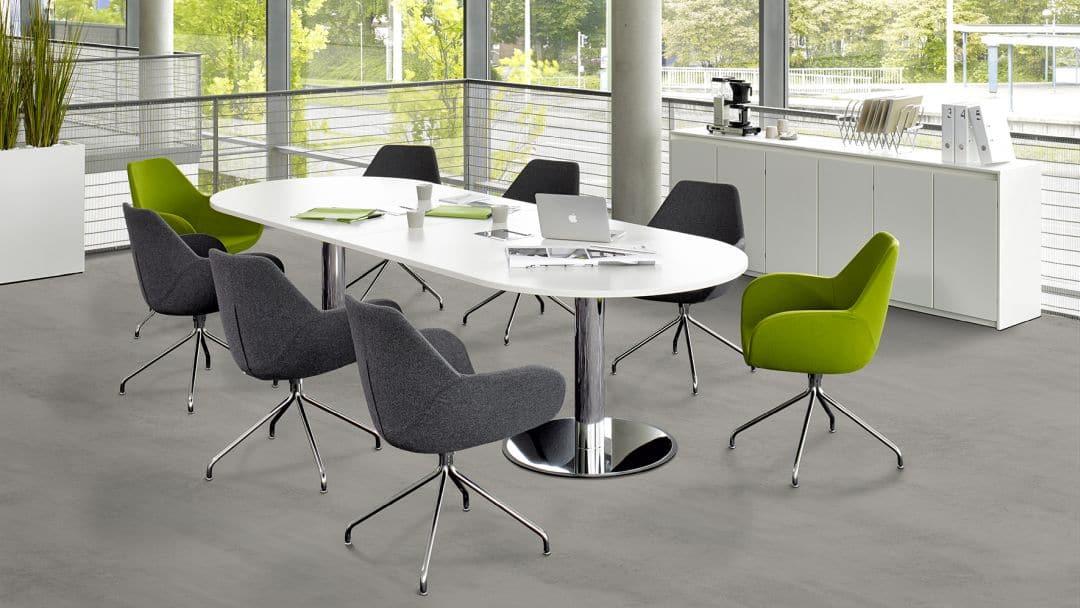 Ovaler Konferenztisch in weiß und Chrom