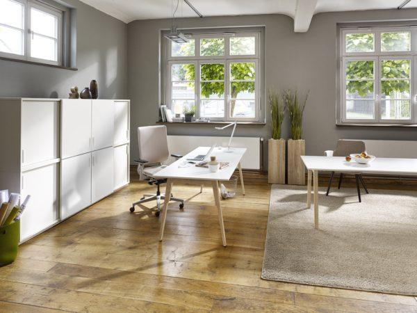 SOX Schreibtisch von FEBRÜ mit Holzgestell