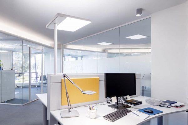 Weiße Tischleuchte Linea-F für den Schreibtisch