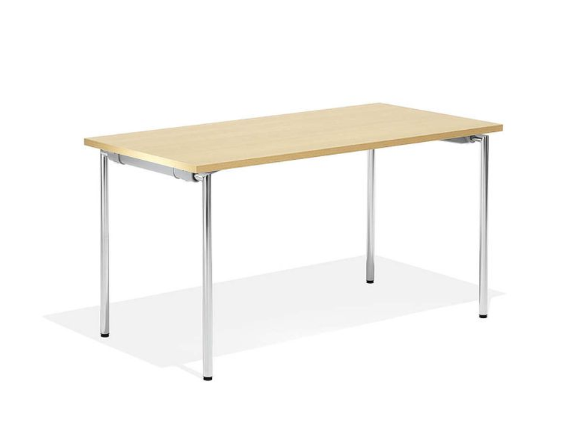 Tisch in 140 x 70 cm zum einklappen mit hellem Holt und Chrom-Gestell