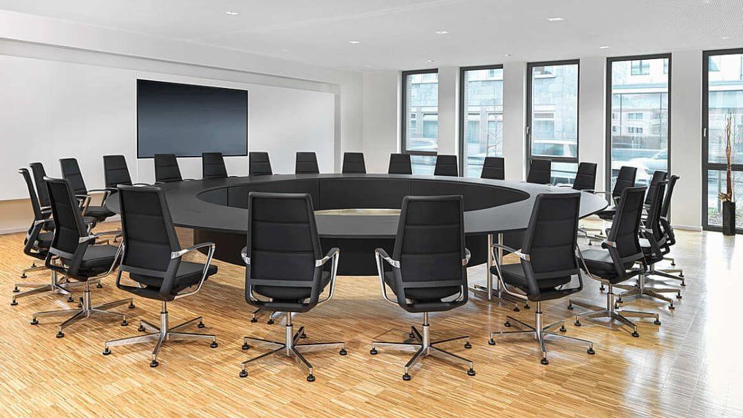 Runder Konferenztisch in schwarz