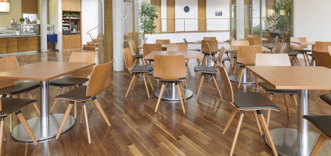 Holzschalenstuhl mit Kunstleder Sitzauflage für Ihre Kantine