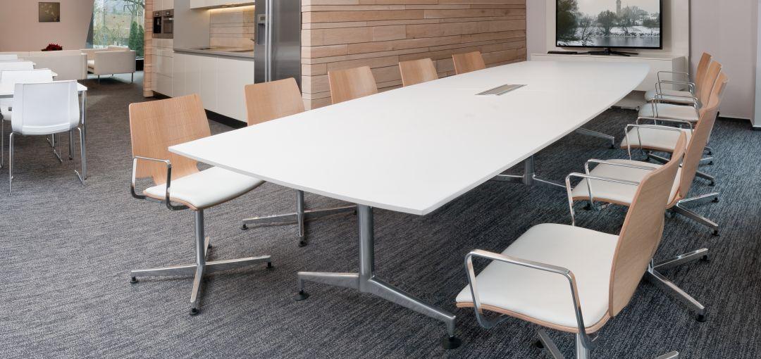Uni Verso Stuhl mit Holzschale und Sitzpolster