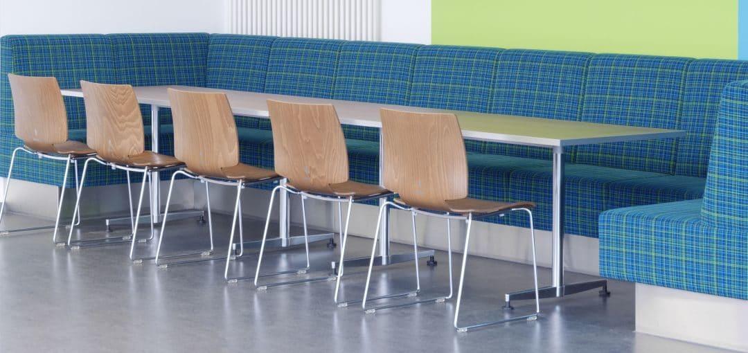 Kantinenstuhl farbig aus Holz von Kusch & Co.