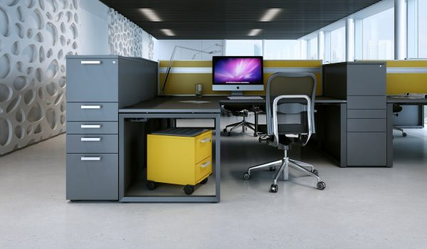 Farbiger Sit-Container von OKA am Arbeitsplatz
