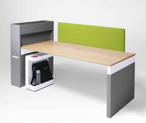 Schreibtisch verbunden mit mittel hohem Schrank