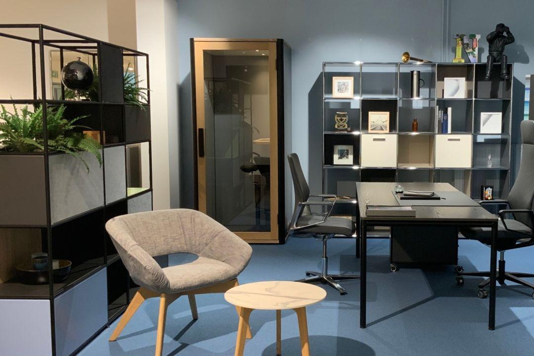 Showroom für Telefonzellen im Büro in Hamburg