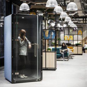 Telefonzelle Mello von VANK mit Glastür