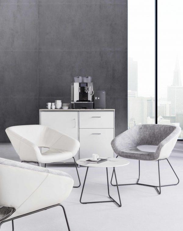 Averio Stühle von Züco mit Beistelltisch